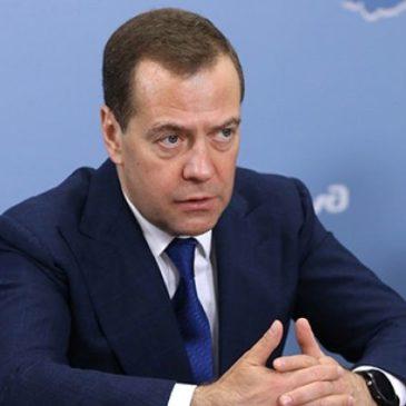 Медведев утвердил правила выделения грантов на развитие туризма