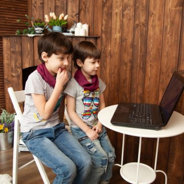 Каникулы онлайн. Детские лагеря самоизолировались вместе со школьниками